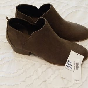 Adorable Olive Booties!NWT
